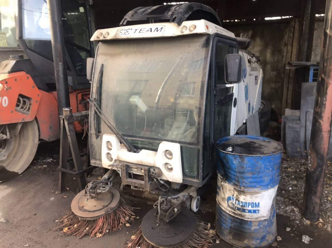 Подметально-уборочная машина Johnston 142 A 101 T